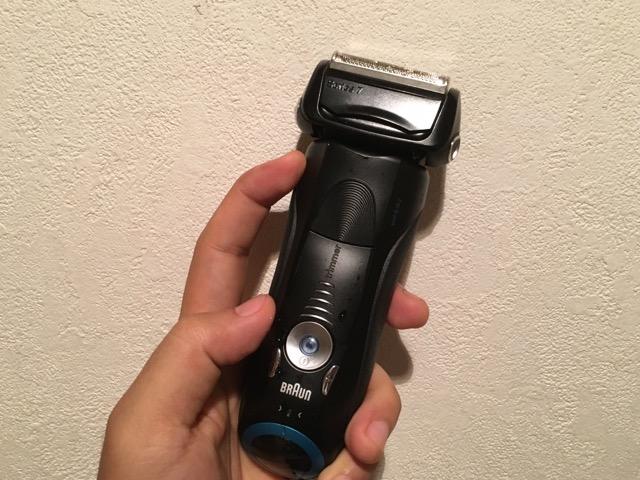 夏になると気になる体毛の処理には、絶対に【水洗いできる電気シェーバー】がおすすめ。