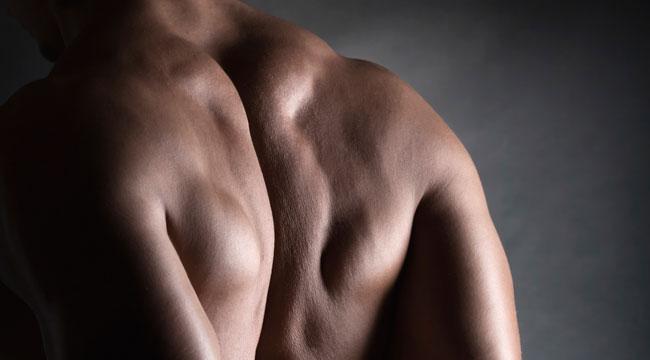背中は鍛えるとメリットたくさん!背筋の筋トレをやればカッコ良く見えるワケとは。
