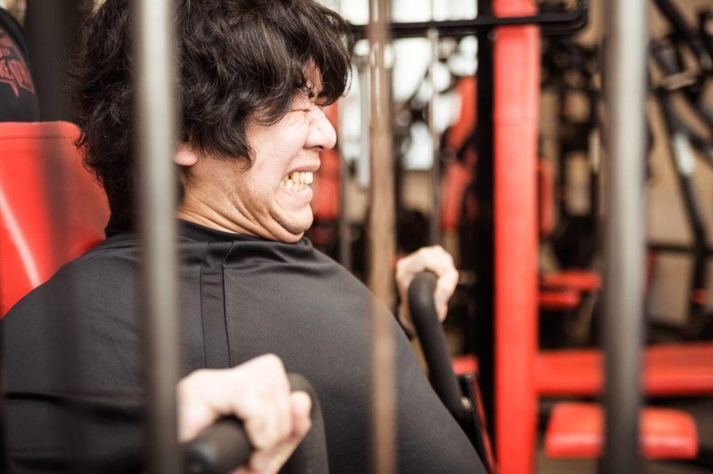 「男なのにBカップ?」おっぱいが垂れてきた人の為の胸筋トレーニング法