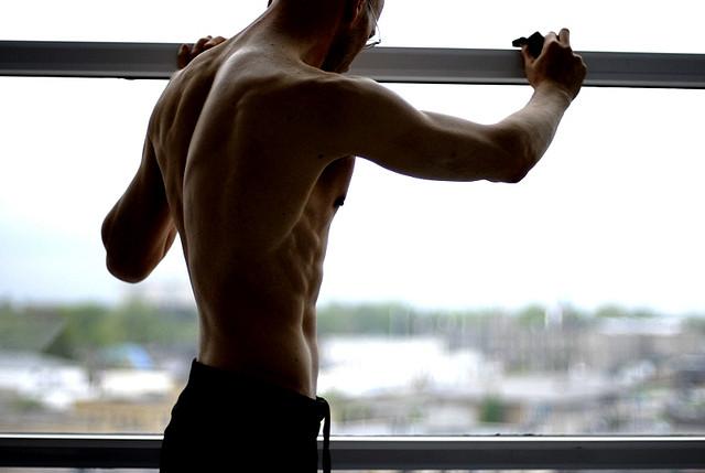 筋トレにも肩こり解消にも効果あり。肩甲骨を動かせば一石二鳥!