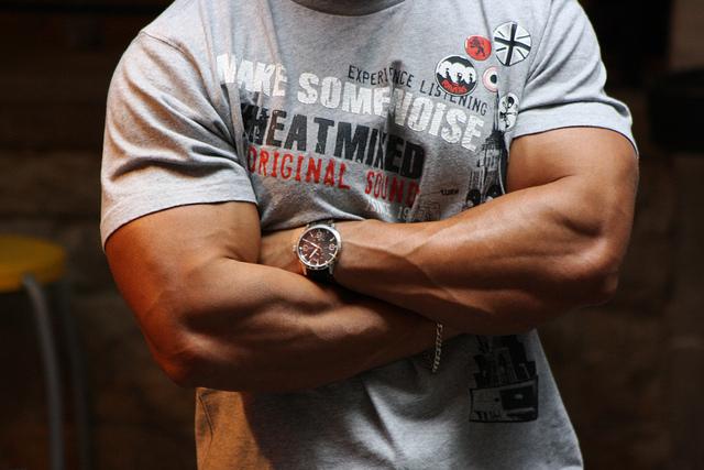 Tシャツのそでがピッチリ!太い腕の作り方 パート1